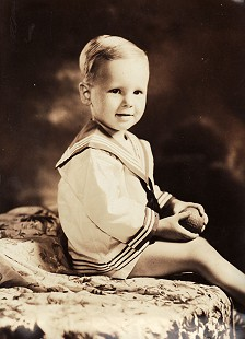 Hank Haines as a toddler in sailor outfit © Pryor Center for Arkansas Oral and Visual History, University of Arkansas