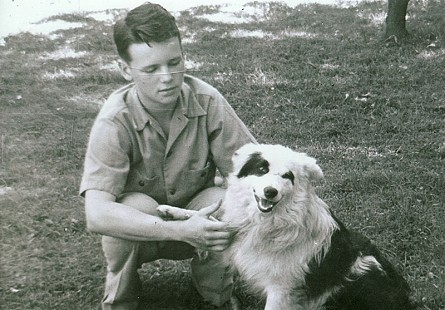 Hank Haines with his dog © Pryor Center for Arkansas Oral and Visual History, University of Arkansas