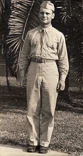 Hank Haines in World War II army uniform © Pryor Center for Arkansas Oral and Visual History, University of Arkansas