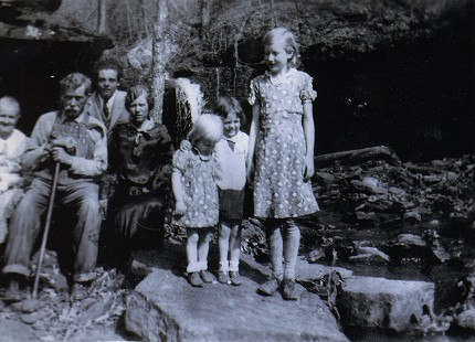 From left: Ronnie Hawkins's grandparents, Rachel and Billy Hawkins, with Marion Haskins, Mary Haskins, Oleta Williams, Dorlas Haskins, and Faye Williams © Pryor Center for Arkansas Oral and Visual History, University of Arkansas