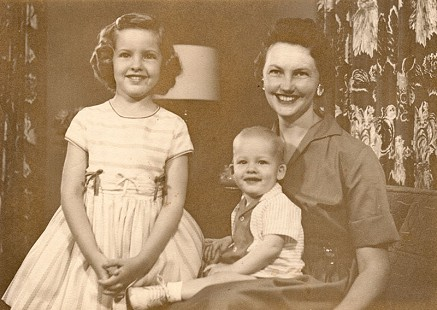 Johnelle Hunt with her daughter, Jane, and her son, Bryan; 1959 © Pryor Center for Arkansas Oral and Visual History, University of Arkansas