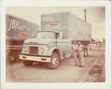 J. B. Hunt Rice-Hul truck © Pryor Center for Arkansas Oral and Visual History, University of Arkansas