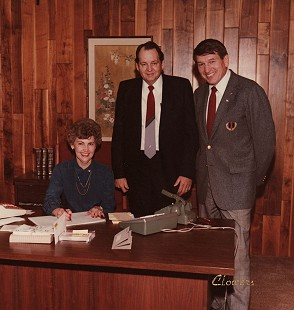 Johnelle and J. B. Hunt with Baltimore Colts quarterback Johnny Unitas, 1980s © Pryor Center for Arkansas Oral and Visual History, University of Arkansas
