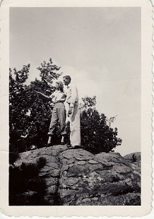 J. B. Hunt and Johnelle DeBusk (Hunt) on Petit Jean Mountain, Arkansas © Pryor Center for Arkansas Oral and Visual History, University of Arkansas