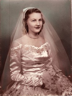 Wedding portrait of Johnelle DeBusk Hunt © Pryor Center for Arkansas Oral and Visual History, University of Arkansas