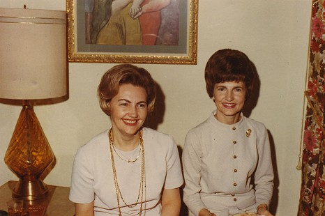 Johnelle Hunt (left) and her sister, Gloria Duckworth © Pryor Center for Arkansas Oral and Visual History, University of Arkansas