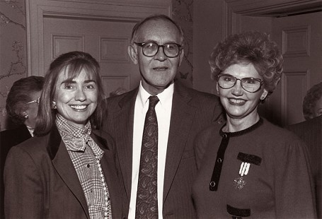 Johnelle Hunt (from right) with Harry Ward and Hillary Clinton at the Arkansas Governor's Mansion © Pryor Center for Arkansas Oral and Visual History, University of Arkansas