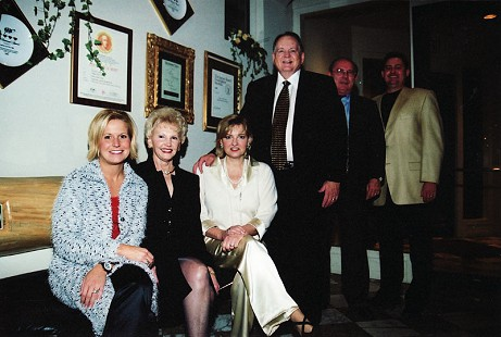 The Hunt family: Mandy Hunt, ,Johnelle Hunt, Jane Hardin, J. B. Hunt, Bill Hardin, and Bryan Hunt © Pryor Center for Arkansas Oral and Visual History, University of Arkansas