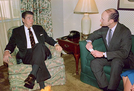 Walter E. Hussman Jr. (right) interviews Ronald Reagan in Little Rock in 1984 © Pryor Center for Arkansas Oral and Visual History, University of Arkansas