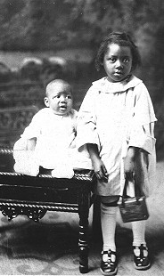 Brother and sister of Edith Irby Jones © Pryor Center for Arkansas Oral and Visual History, University of Arkansas