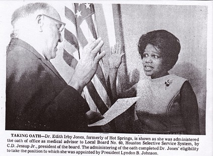 Edith Irby Jones taking the oath of office as medical advisor to Local Board No. 60, Houston Selective Service System, to which she was appointed by President Lyndon B. Johnson © Pryor Center for Arkansas Oral and Visual History, University of Arkansas