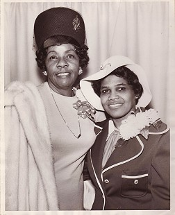 Edith Irby Jones (right) with her friend © Pryor Center for Arkansas Oral and Visual History, University of Arkansas