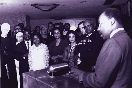 Edith Irby Jones with Dr. Martin Luther King Jr. © Pryor Center for Arkansas Oral and Visual History, University of Arkansas