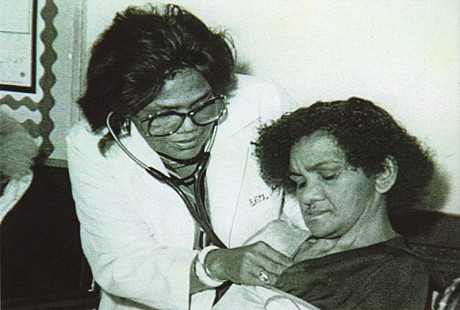 Edith Irby Jones with a patient, 1972 © Pryor Center for Arkansas Oral and Visual History, University of Arkansas