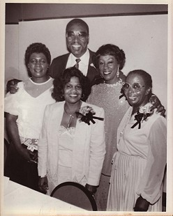 Edith Irby Jones with her family © Pryor Center for Arkansas Oral and Visual History, University of Arkansas