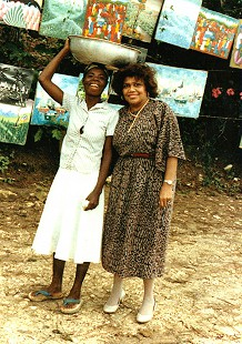 Edith Irby Jones and a Haitian woman © Pryor Center for Arkansas Oral and Visual History, University of Arkansas