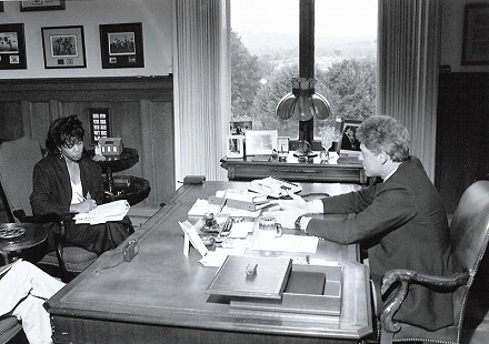Janis Kearney interviewing Governor Bill Clinton © Pryor Center for Arkansas Oral and Visual History, University of Arkansas