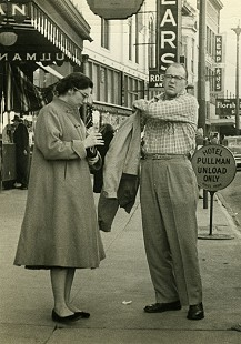 Bob Lamb and his first wife, Barbara, in downtown Little Rock © Pryor Center for Arkansas Oral and Visual History, University of Arkansas