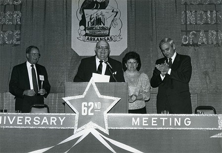 Bob and DeeDee Lamb (center) with Jim Nowlin (left) and Jerry Maulden at the 62nd annual meeting of the Arkansas State Chamber of Commerce © Pryor Center for Arkansas Oral and Visual History, University of Arkansas
