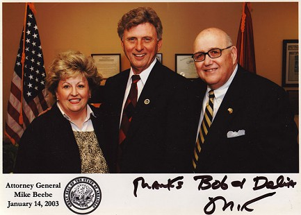 DeeDee and Bob Lamb with Arkansas Attorney General Mike Beebe (center), 2003 © Pryor Center for Arkansas Oral and Visual History, University of Arkansas