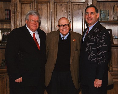 Bob Lamb (center) with Dennis Hastert, speaker of the US House of Representatives (left), and US Congressman John Boozman © Pryor Center for Arkansas Oral and Visual History, University of Arkansas
