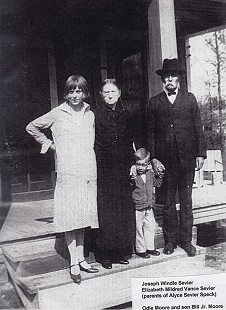 Bill Lancaster's aunt, Odie Moore; his great-grandmother, Elizabeth Mildred Vance Sevier; Moore's son, Bill Moore Jr.; and great-grandfather, Joseph Windle Sevier © Pryor Center for Arkansas Oral and Visual History, University of Arkansas