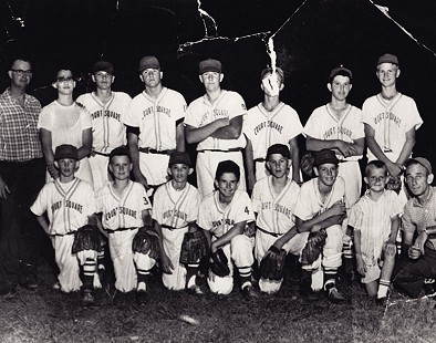Bill Lancaster (back row, 3rd from left) with the Court Square baseball team © Pryor Center for Arkansas Oral and Visual History, University of Arkansas