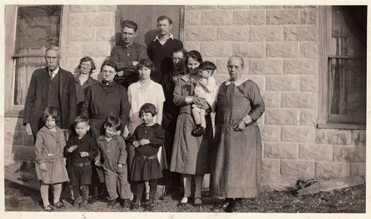 Delbert Lee's paternal grandparents, Emory Lee (far left) and Rena Lee (far right), with Delbert Lee's father, Frank Lee (back row on left), and family © Pryor Center for Arkansas Oral and Visual History, University of Arkansas