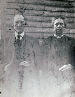 Delbert Lee's maternal grandparents, James Elmore Meeks and Janet Delila Stockdell Meeks © Pryor Center for Arkansas Oral and Visual History, University of Arkansas