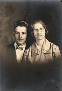 Delbert Lee's parents, Frank and Flora Meeks Lee © Pryor Center for Arkansas Oral and Visual History, University of Arkansas
