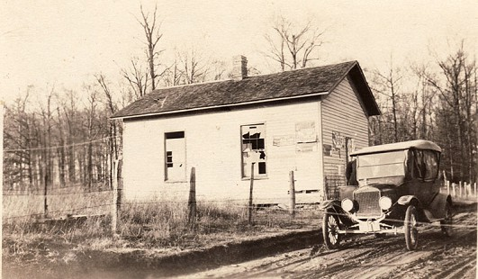 Building where Delbert Lee attended school in Grassy Fork Township, Jackson County, Indiana © Pryor Center for Arkansas Oral and Visual History, University of Arkansas