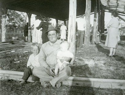 Jim Lindsey (right) with his brother, Elmer Baxter Lindsey, and father, Elmer Earl Lindsey © Pryor Center for Arkansas Oral and Visual History, University of Arkansas