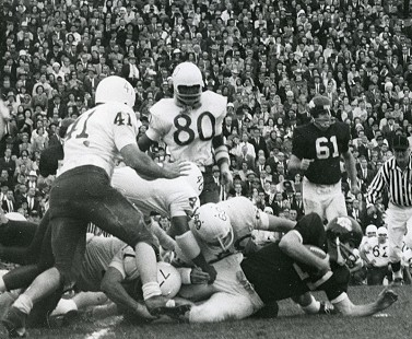 Jim Lindsey, number 21, playing for the Arkansas Razorbacks against the Nebraska Cornhuskers © Pryor Center for Arkansas Oral and Visual History, University of Arkansas