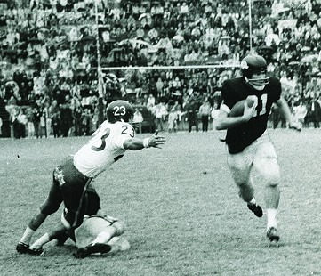 Jim Lindsey, number 21, playing for the Arkansas Razorbacks against the Rice Owls © Pryor Center for Arkansas Oral and Visual History, University of Arkansas