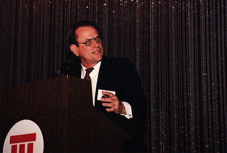 Emon A. Mahony Jr. speaking at a gas conference in Oklahoma City, 1993 © Pryor Center for Arkansas Oral and Visual History, University of Arkansas