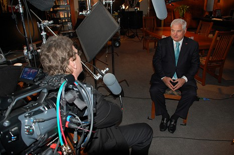 Behind-the-scenes photo from Pryor Center interview with President Ricardo Martinelli at the Pryor Center; Fayetteville, Arkansas, 2010 © Pryor Center for Arkansas Oral and Visual History, University of Arkansas