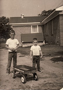 Chip Massanelli, 7 years old, with brother, Randy Massanelli, 4 years old © Pryor Center for Arkansas Oral and Visual History, University of Arkansas
