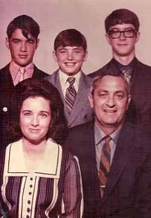 Chip, Randy, Steve, Dorothy, and Tim Massanelli, family portrait, ca. 1970 © Pryor Center for Arkansas Oral and Visual History, University of Arkansas