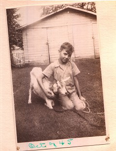 Jerry Maulden with his pet goat © Pryor Center for Arkansas Oral and Visual History, University of Arkansas