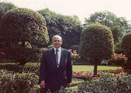 Jerry Maulden in the Rose Garden during a visit to the White House, 1995 © Pryor Center for Arkansas Oral and Visual History, University of Arkansas