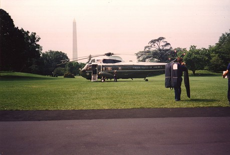 Bill Clinton boarding a helicopter during Jerry and Sue Maulden's White House visit, ca. 1995 © Pryor Center for Arkansas Oral and Visual History, University of Arkansas