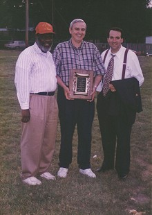 Reverend Hezekiah Stewart of Watershed Human and Community Development Agency, Jerry Maulden, and Mike Huckabee © Pryor Center for Arkansas Oral and Visual History, University of Arkansas
