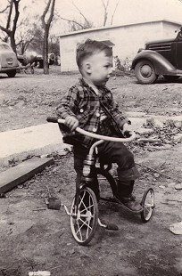 Young Tommy May on a tricycle © Pryor Center for Arkansas Oral and Visual History, University of Arkansas