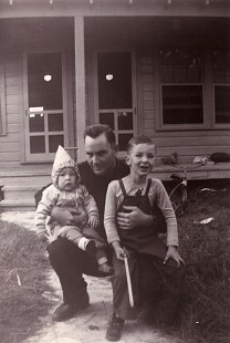 Young Tommy May with his father and sibling © Pryor Center for Arkansas Oral and Visual History, University of Arkansas