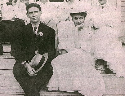 Thomas Archimedes Monroe and Alice Couch (Monroe), parents of Archie Monroe, courting © Pryor Center for Arkansas Oral and Visual History, University of Arkansas