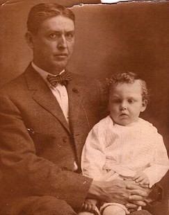 Archie Monroe with his father, Thomas Archimedes Monroe © Pryor Center for Arkansas Oral and Visual History, University of Arkansas