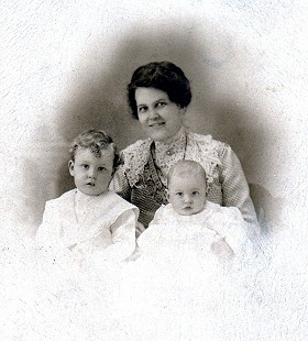 Alice Couch Monroe with her sons, Archie and Sanford Monroe © Pryor Center for Arkansas Oral and Visual History, University of Arkansas