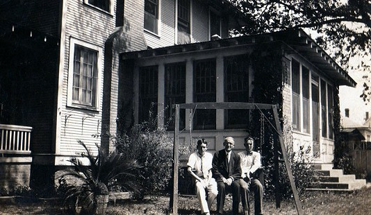 Archie Monroe (right) with his brother, Sanford Monroe, and father, Thomas Archimedes Monroe, at their family home © Pryor Center for Arkansas Oral and Visual History, University of Arkansas