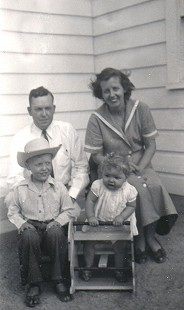 Archie Monroe with his wife, Elena, and their children © Pryor Center for Arkansas Oral and Visual History, University of Arkansas