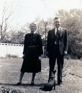 Archie Monroe and his mother, Alice Couch Monroe © Pryor Center for Arkansas Oral and Visual History, University of Arkansas